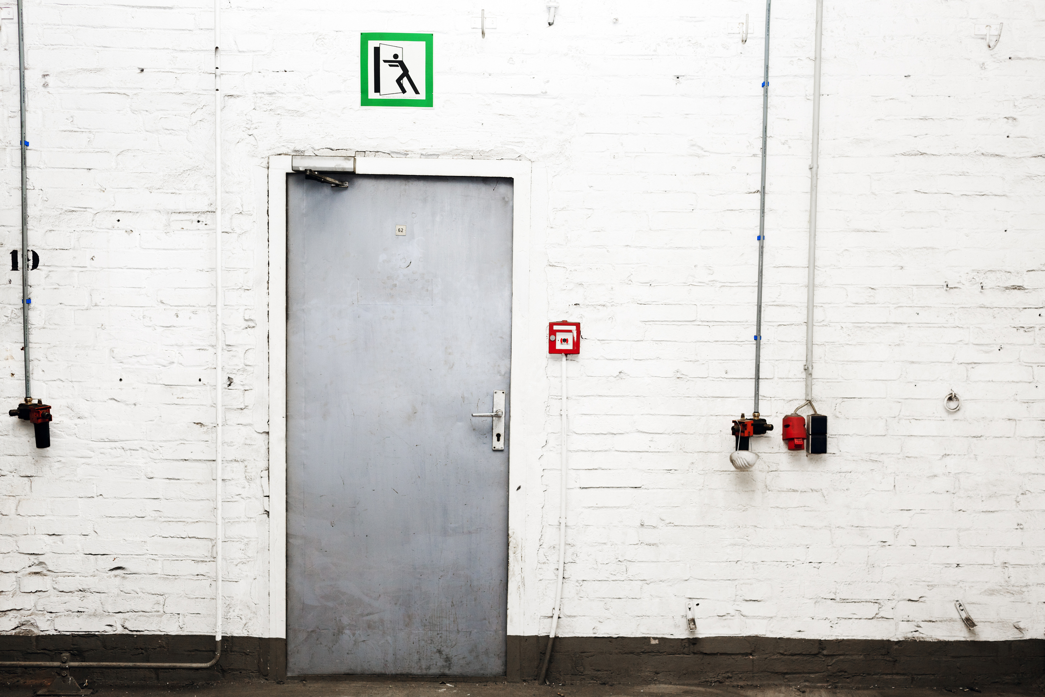 Drzwi przeciwpożarowe – w jakich branżach się przydają?