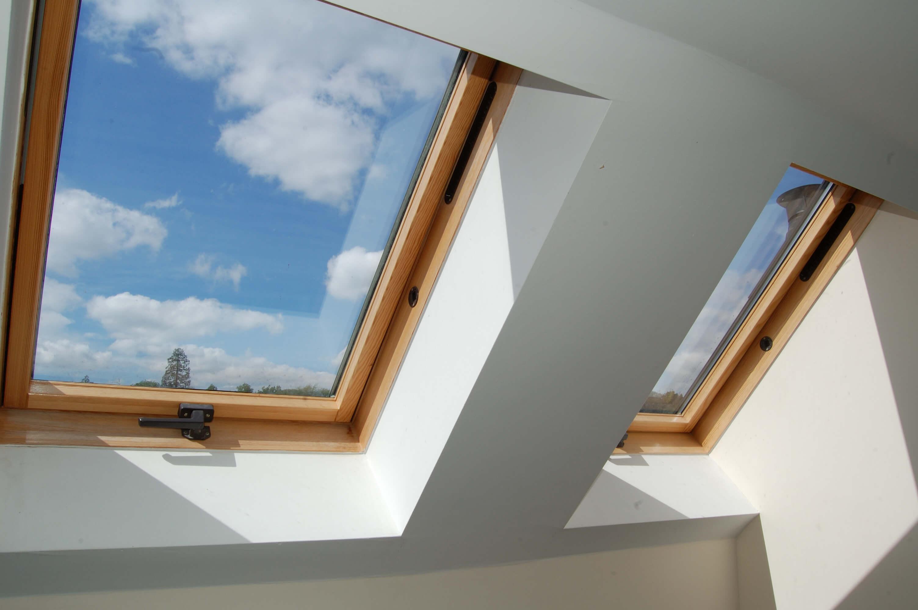Gdzie usytuować okna dachowe? Zasady prawidłowego montażu